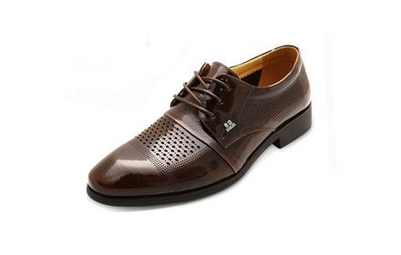 符合人体工程学的鞋型设计,穿着舒适跟脚,鞋面设计时尚大方,精致饰扣