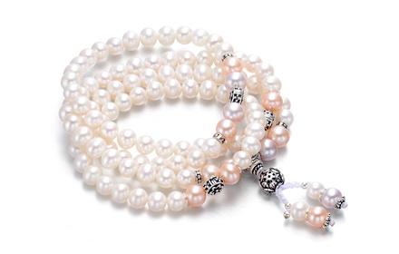 采用6mm白色珍珠串连而成的多层手链 ,用粉色珍珠做点缀,收尾处用福禄