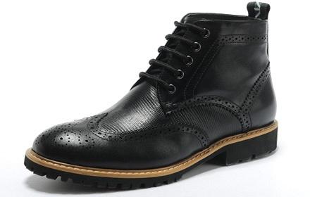 高帮男靴子鞋带的系法图解