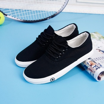 纯色系带平底小白鞋黑色