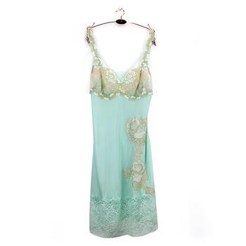 黛安芬罩杯式吊带裙性感睡衣