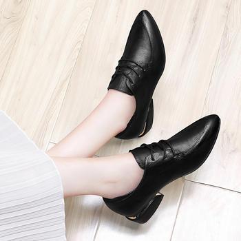 尖头?#25351;?#38795;韩版百搭女鞋休闲皮鞋