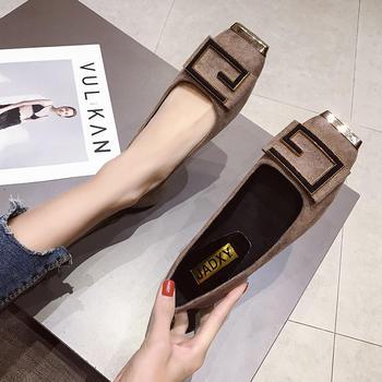 蝶恋霏新款方?#33778;?#24213;金属装饰单鞋