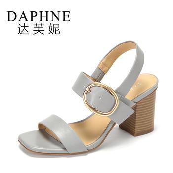 Daphne/达芙妮夏季舒适粗高跟时尚一字扣欧美凉鞋