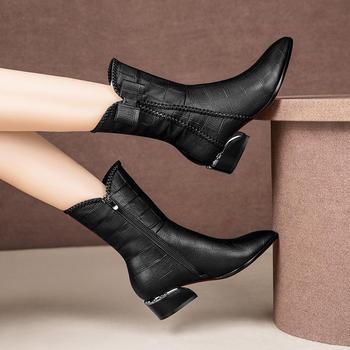 靴子女尖头中筒靴女士低跟平底大码马丁靴加绒保暖靴